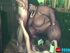 Fat black chick joins couple for threesome. retrobangxxx.com