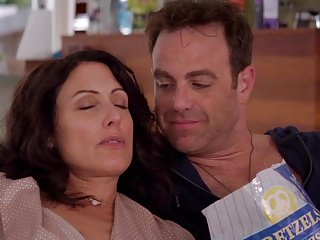 Lisa Edelstein - Girlfriends Guide to Divorce s02e04