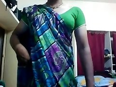 Hot Indian Shemale expose herself infront of CAM